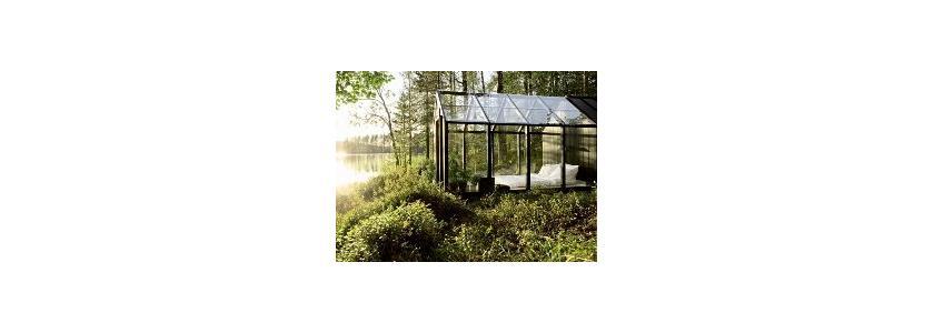 Садовый домик из стекла