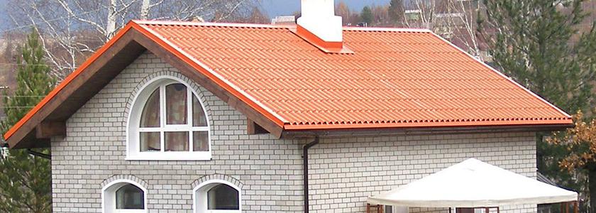 Дом под цветной крышей