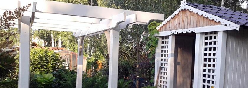 Шпалера и пергола – декоративные опоры для вьющихся растений