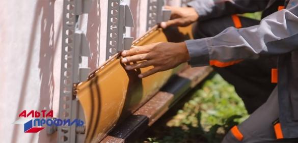 монтаж винилового сайдинга Блок-Хаус на полимерную обрешетку