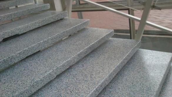 Ремонт бетонных лестниц с нанесением полимерного покрытия от компании Базис