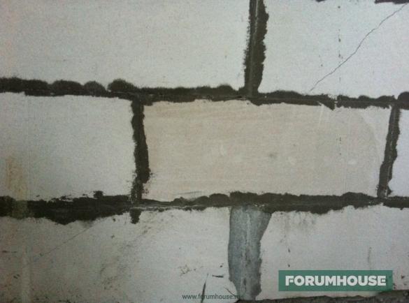 Фото трещины в стене из газобетона