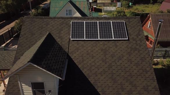 Фото солнечные панели на крыше дома