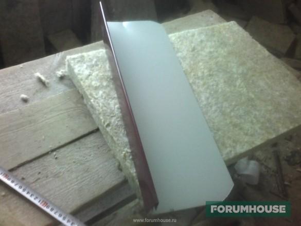Фото приспособление для укладки плитного утеплителя между стропилами в форме согнутой металлической планки