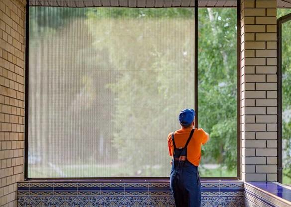 Фото принцип работы сетки Плиссе на окне