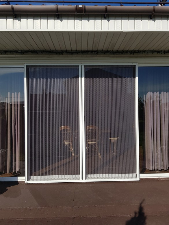 Фото москитная сетка Плиссе на двери на террасу