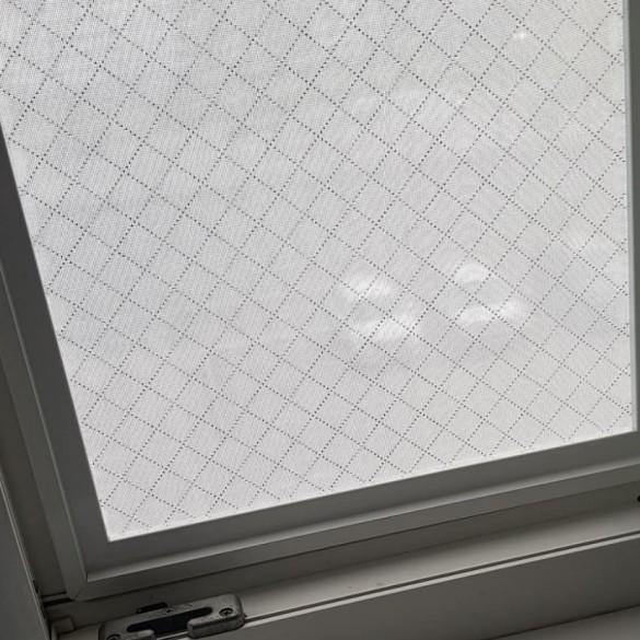 Фото сетка-фильтр в окне