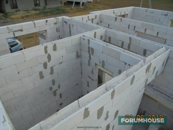 Фото блоков подготовленных под заливку армопояса по перегородкам