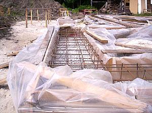 Подготовка опалубки для фундамента дома