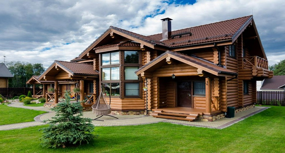 Деревянный дом: обзор строительных материалов и инструментов