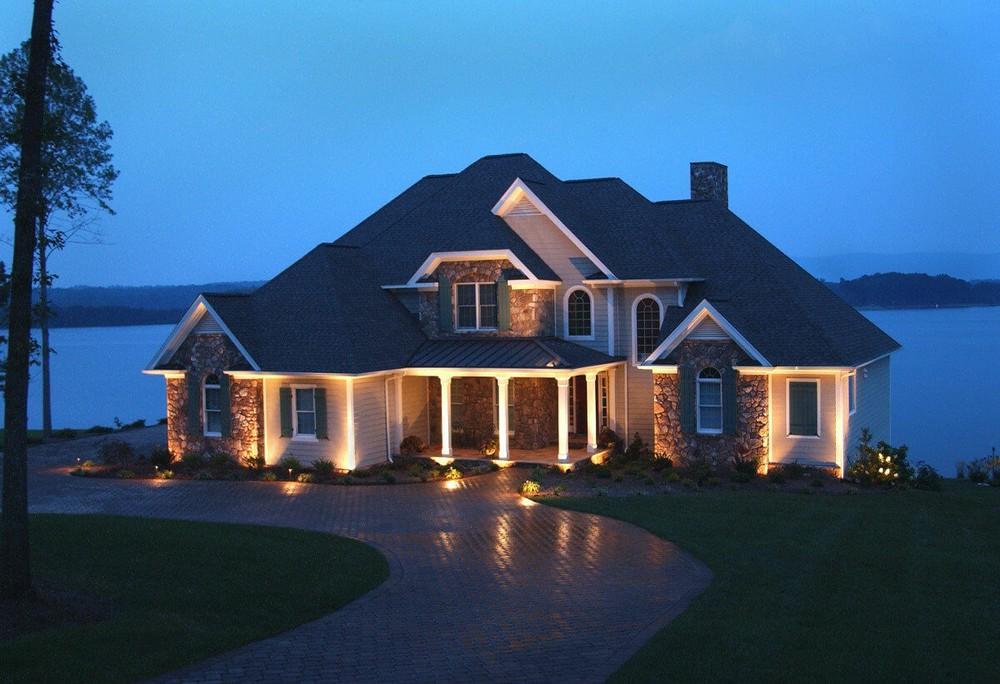 Огни родного дома. Подсветка фасада