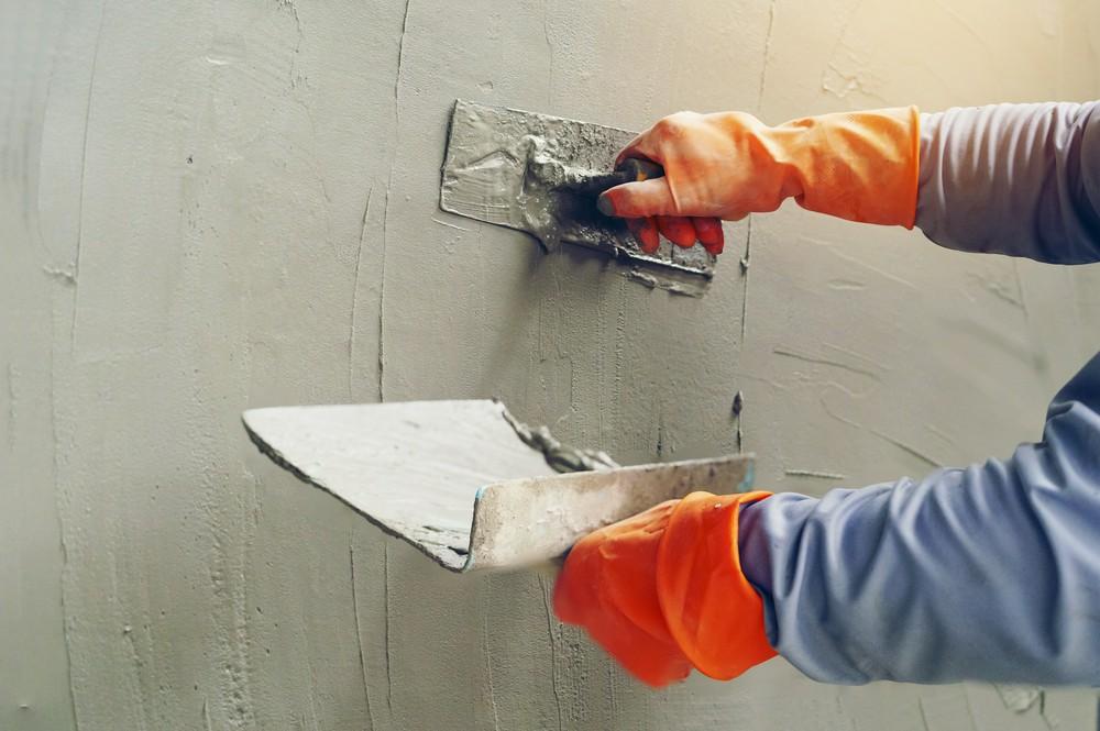 Цементная штукатурка: технология проведения отделочных работ цокольных и подвальных помещений