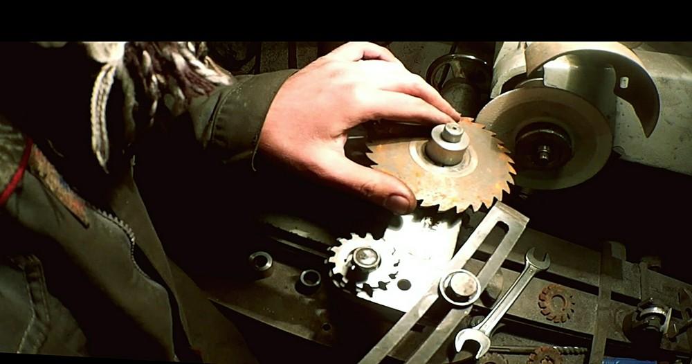 Заточной станок для правки дисков от циркулярной пилы: сделай сам