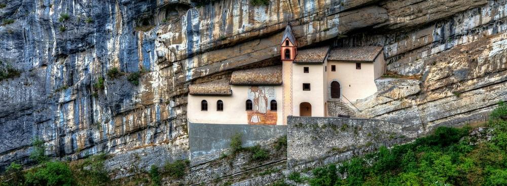 Подвесные дома – на скалах тоже можно жить
