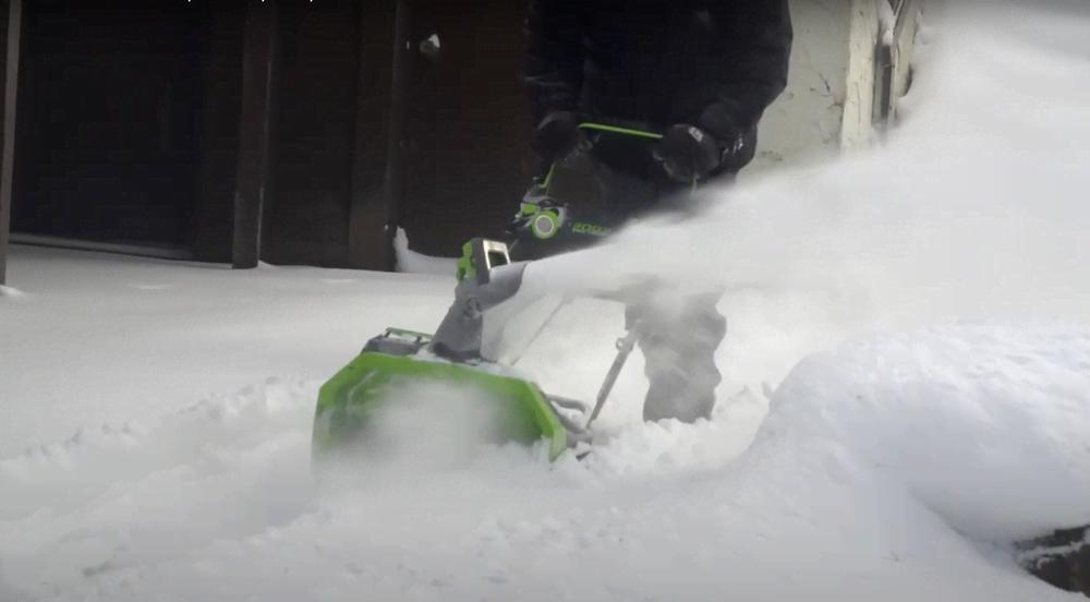Как эффективно очистить территорию от снега