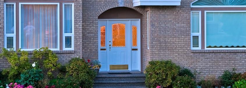 И практично, и эстетично, и надежно: почему входные двери из ПВХ не уступают металлическим