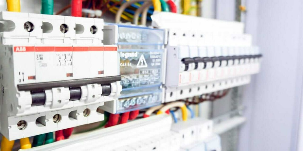 Электрика от щитка до розетки: Legrand запускает онлайн курс на портале FORUMHOUSE