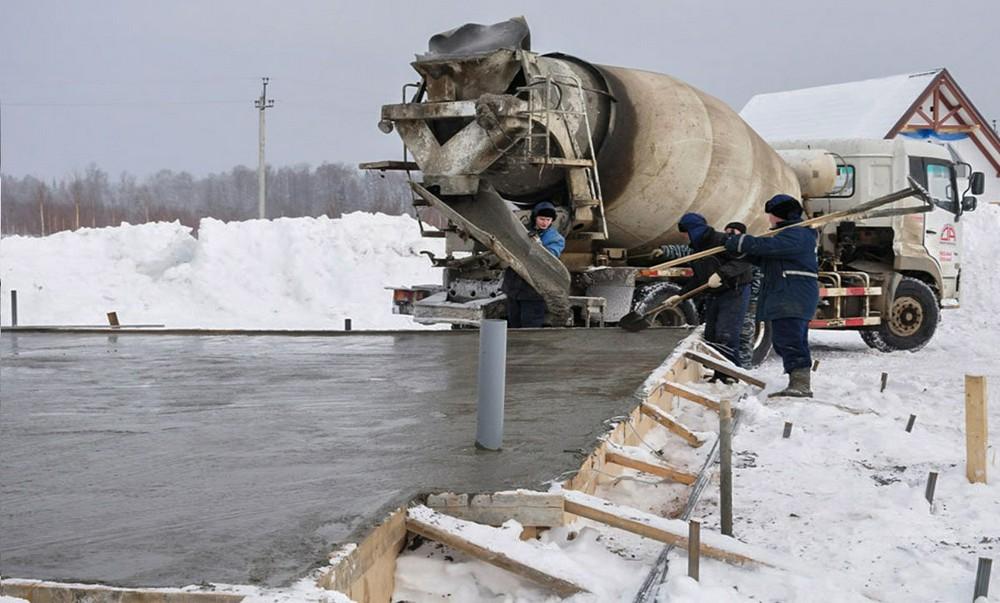 Добавка для зимнего бетонирования: особенности и преимущества