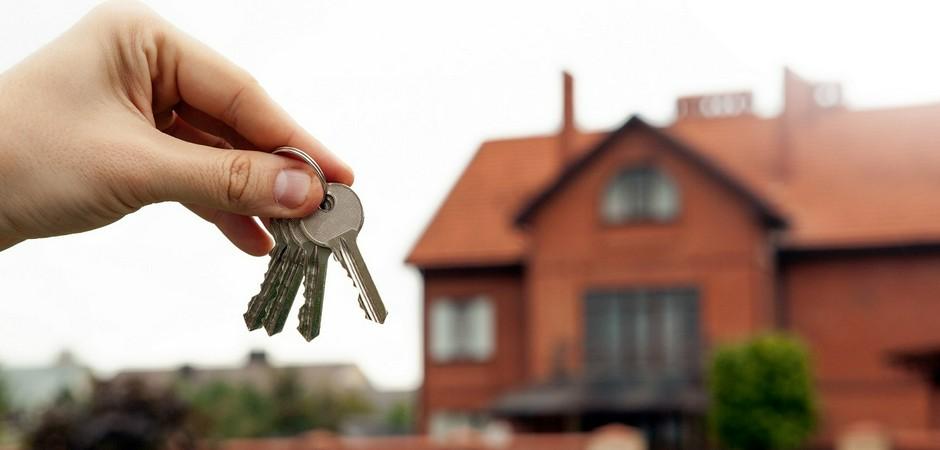 Продать квартиру, чтобы купить дом станет выгоднее
