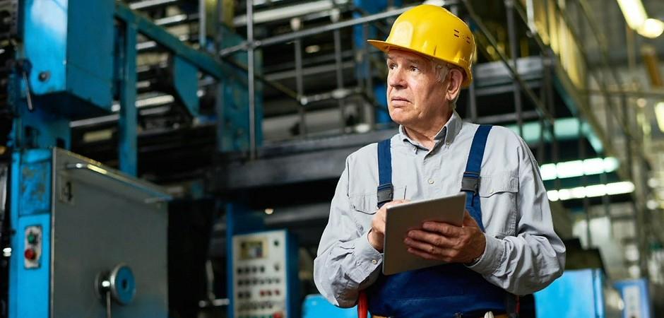 В России вырос спрос на строителей на пенсии
