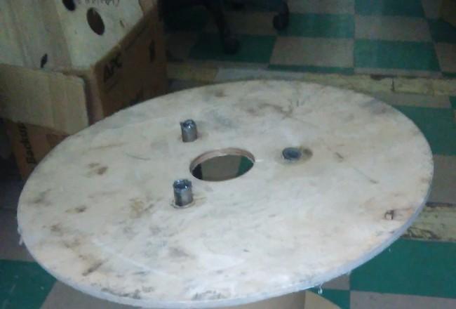 Кофейный столик в индустриальном стиле